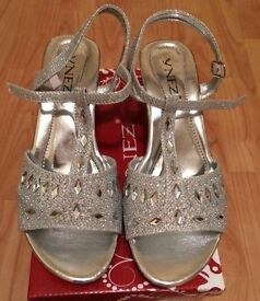 Gorgeous jewel diamanté silver sandals size 2 fab for wedding party or prom