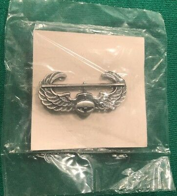 NOS ORIGINAL BRUSHED FINISH  ARMY AIR ASSAULT QUALIFICATION BADGE 1989 DATE