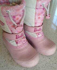 Snow boots for a girl, size 9