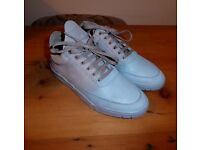 Filling pieces trainers size 6