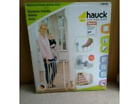 Hauck squeeze handle baby safety gate