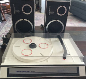 Turntable with speakers like new