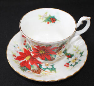 Vintage ROYAL ALBERT Bone China England POINSETTIA Cup