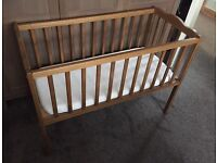 Wooden crib - hardly used, great condition