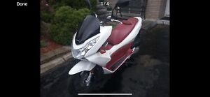 2013 Honda PCX150 only 4,000kms. New condition.