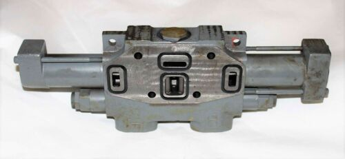 New AT124805 John Deere Hydraulic Directional Valve