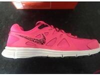 Nike women's : girls trainers