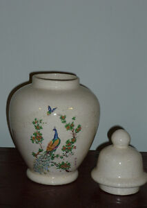 Ginger Jar with Peacock Motif : Excellent Condition Cambridge Kitchener Area image 2