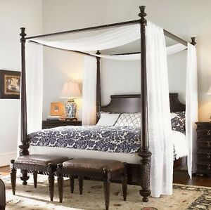 LOOKING FOR CANOPY BED.