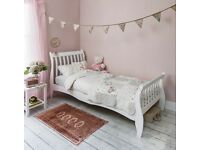 * NEW WHITE SINGLE SLEIGH BED *