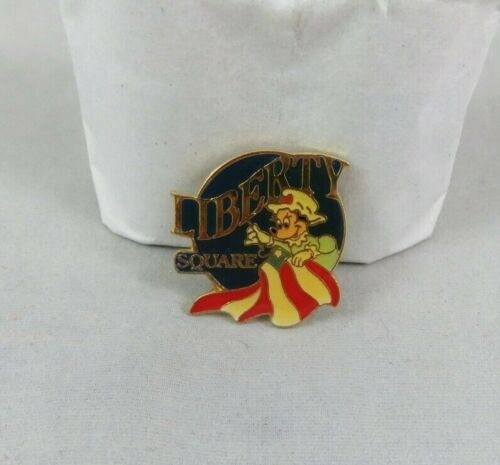 Walt Disney World Pin - Liberty Square - Betsy Ross Minnie Mouse - Patriotic
