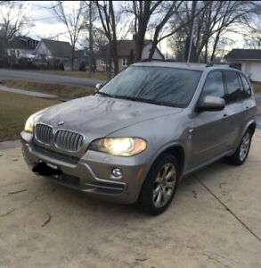 2007 BMW X5 4.8i -  7 seater  AWD -Excellent Condition