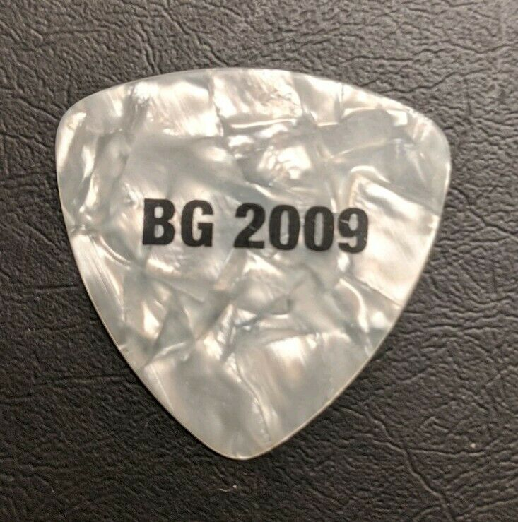 BUDDY GUY SIG. GUITAR PICK WHITE W/ BLACK PRINT B.G. 2009 TOUR