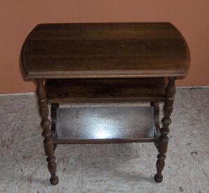 Antique Walnut End Table Comox / Courtenay / Cumberland Comox Valley Area image 2