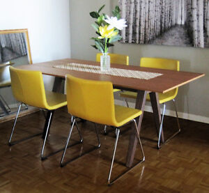 MODERN DINING ROOM TABLE - WALNUT VANEER - SEATS 6 - STOCKHOLM
