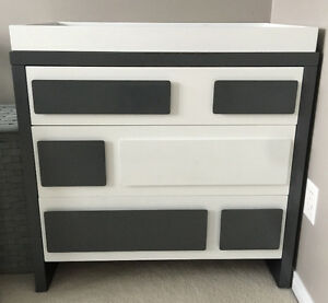MINT CONDITION MODERN WHITE 3 DRAWERS DRESSER WITH CHANGING PAD