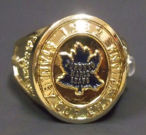 TORONTO MAPLE LEAFS NHL STANLEY CUP RING WITH BOX.