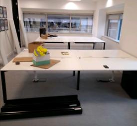 Large 4 bank bench desks full eletric & USB