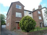 2 Bed flat, River Road 5 mins walk to Station.