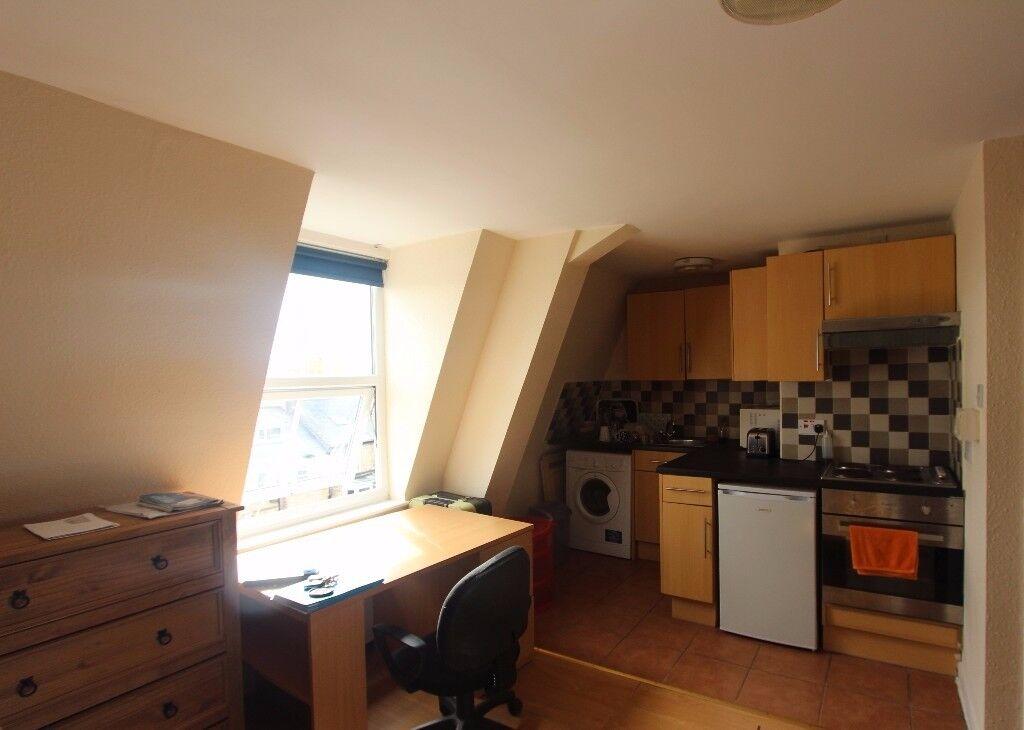 Studio flat in Crookesmoor, Sheffield, S10