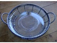 LOVELY LARGE WIRE MESH METAL FRUIT BOWL OR SERVING DISH WITH HANDLES + REMOVABLE GLASS LINER / PLATE