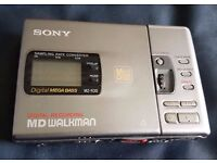 Sony portable MiniDisc recorder MZ-R30 with new rechargeable battery