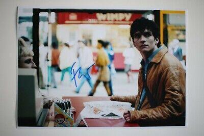 Fionn Whitehead signed 20x30cm Black Mirror : Bandersnatch  Autogramm Autograph