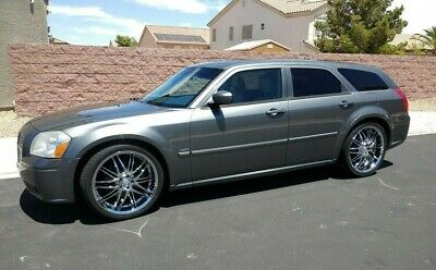 2005 Dodge Magnum R/T 2005 Dodge Magnum R/T Big 5.7 L HEMI A/C Auto Chrome Rims Leather Very Clean