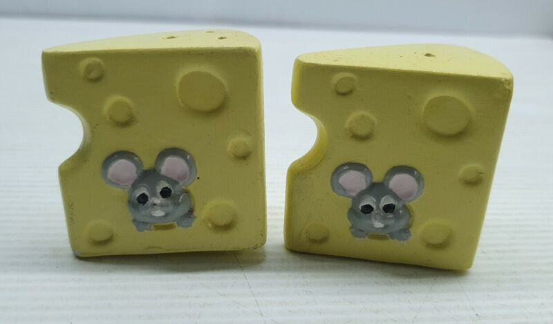 Mice in cheese retro Vintage Salt and pepper shakers 4cm mouse