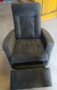 Palliser Pewter Recliner - Wiens Furniture & Appliances