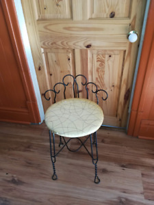 chaise vintage en fer forger