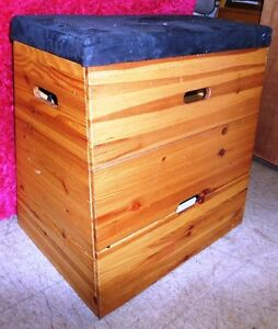 CHEST OF DRAWERS WITH SOFT TOP FOR SITTING, WOOD/UPHOLSTERY