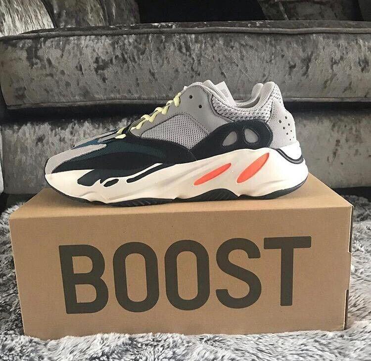oben adidas Yeezy Boost 700 Wave Runner Solid Grey | in Croydon, London | Gumtree