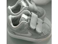 Infant nike trainers size 4