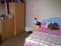 A large double bedroom to let in Jericho, Oxford all bills are included.