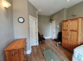 Self Contained Double Studio flat available in Chiswick
