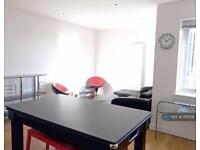 2 bedroom flat in Clapham Common South Side, London, SW4 (2 bed)