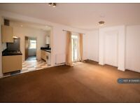 2 bedroom flat in !2 Somerset Road, Southsea, PO5 (2 bed) (#936685)