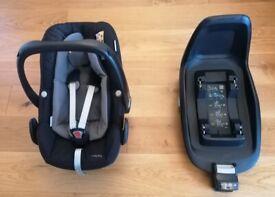 Maxi Cosi Pebble Plus i-size car seat with infant insert & 2 WayFamily Isofix base