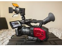 Panasonic AG-DVX200 Camcorder - 4K - Black -combo set with Manfrotto 546GB/504HD