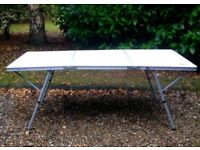 Folding Table - ideal for parties / Christmas!