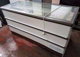 Flat lid Novum 601L CATERING COMMERCIAL CHEST FREEZER, (brown trim)