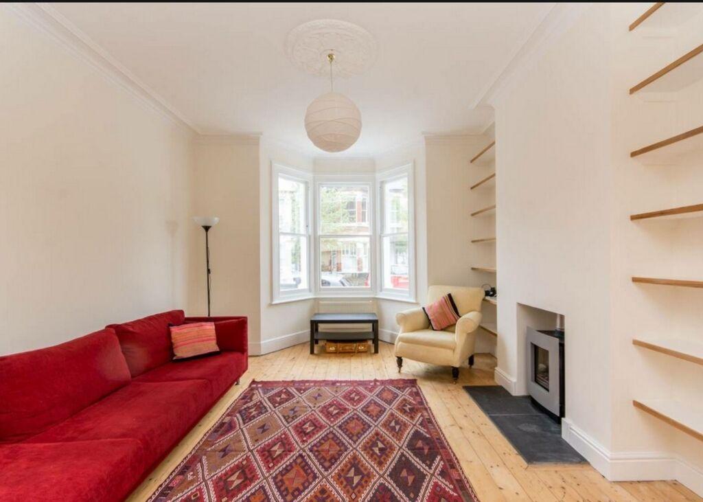 2 bedroom flat in Eynham Rd, North Kensington, W12