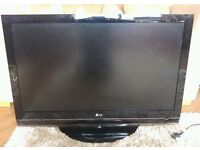 LG 42 Inch FULL HD 1080P LCD TV with Built in Freeview + USB PORT + 4 HDMI PORTS + Swivel Stand