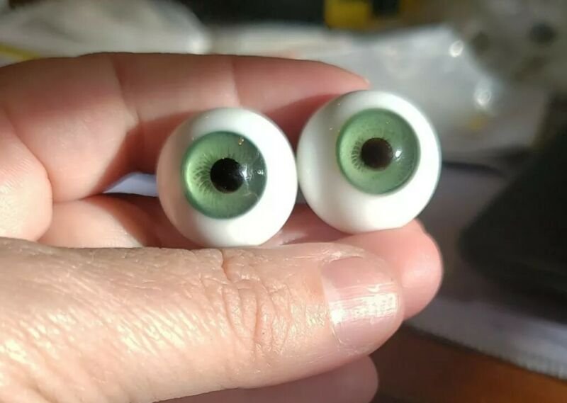 20mm green Global Glass Paperweight Eyes