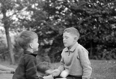 Vintage Photo negativ-1930-Young-cute-Boy-teen-when playing with friends ()