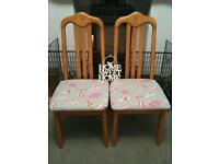 BEAUTIFUL SET OF 4 SOLID WOOD DINING CHAIRS - PERFECT EXTRA CHAIRS FOR CHRISTMAS!