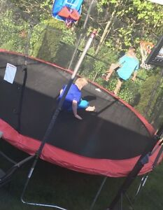 15 ft trampoline. Almost new