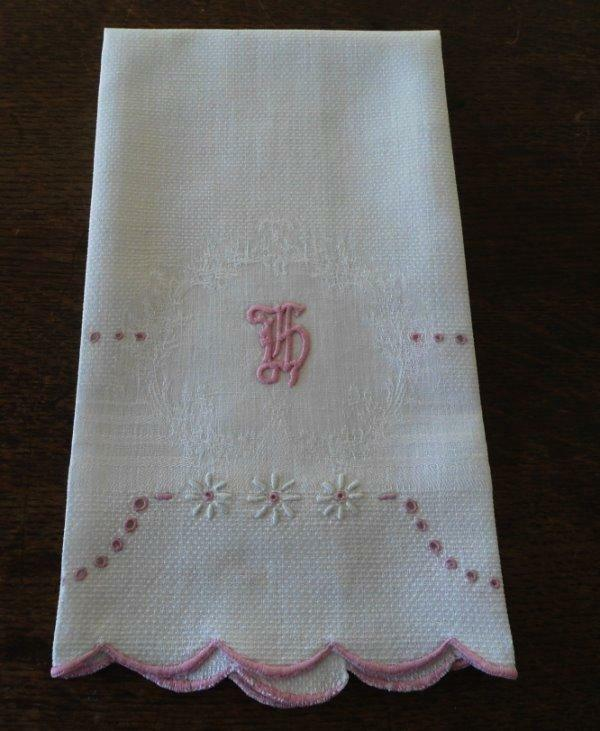 Heirloom Vintage Linen Damask Hand Towel Pink Embroidered Daisy Eyelets Monogram