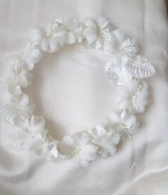 Ivory head dress never used £5 or nearest offer can post for extra cost